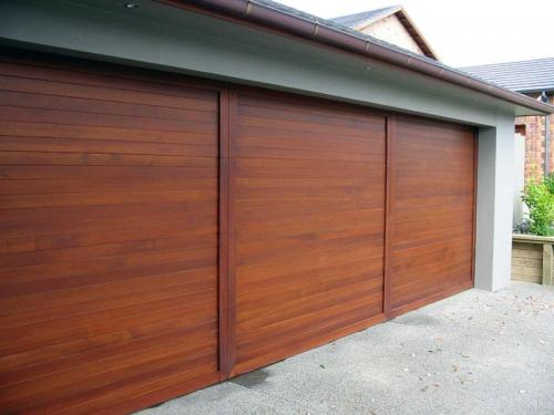 C08 - Cedar - Horizontal Tongue and Groove with V - Mitred Plant-on Border - Triple Garage 7.6m